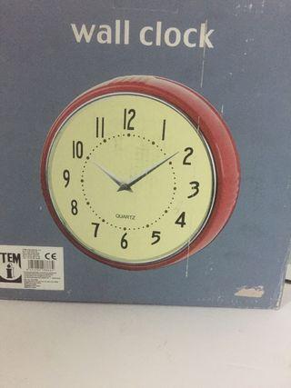 Reloj pared cocina.