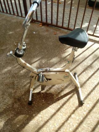 una bicicleta BH estática