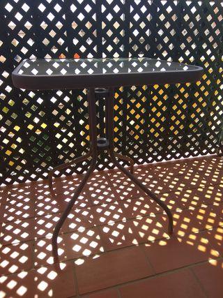 mesa pequeña terraza-jardin
