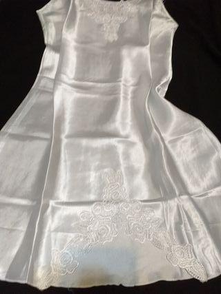 camisón blanco nuevo de satén