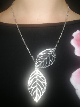 Collar original hojas