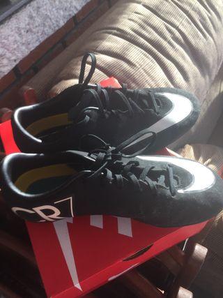 Botas de fútbol mercurial CR7.Estan súper nuevas!!