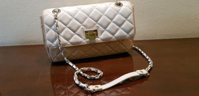 Elegante bolso de piel DKNY