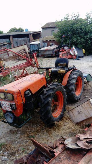 Tractor Agria 7100 articulado con fresa
