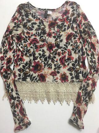 Blusa H&M XS con encaje flores mangas largas top
