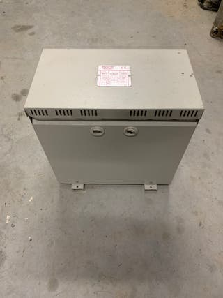 Transformador de 230v a 400v de 12,5 KVA