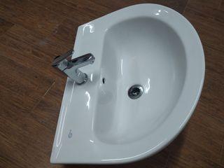 lavabo suspendido con grifo nuevo