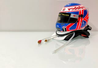 Vendo casco jenson button 1:2 año 2010