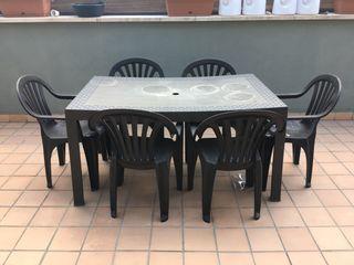 Mesa exterior y 6 sillas plástico