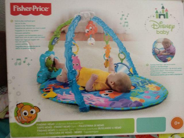 gimnasio bebé buscando a Nemo