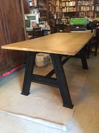Mesa de comedor estilo industrial vintage