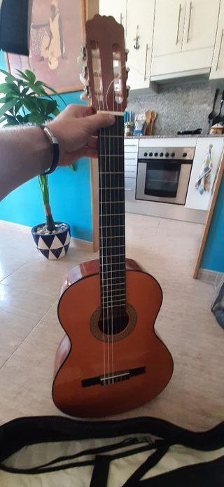 guitara española en perfecto estado