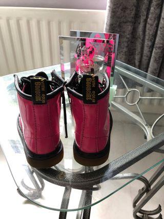 DOC MARTENS girls infant size 6 patent pink