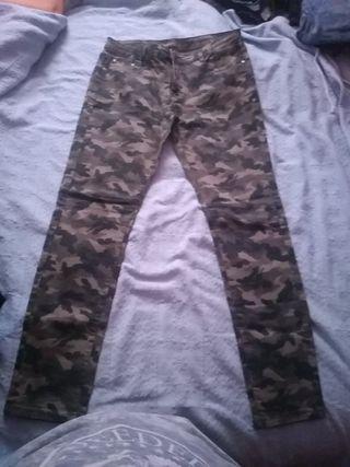 Pantalones vaqueros militares.
