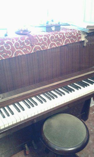 Piano Petrof Malaga