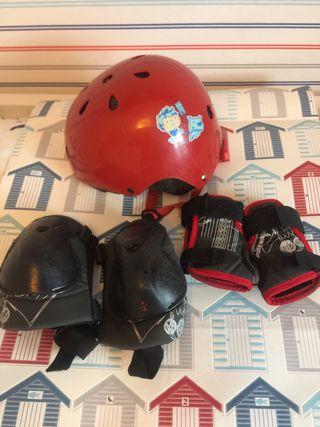 Rodilleras, muñequeras y casco para patinar.