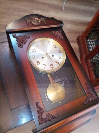 Reloj de pared SARS hecho a mano