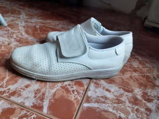 zapatos blancos uniforme talla 41
