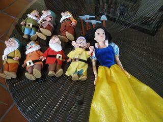 Muñeca blanca nieves y los 7 enanitos