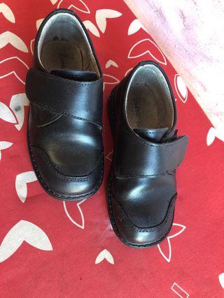 Zapatos colegio de segunda mano en Valdemoro en WALLAPOP