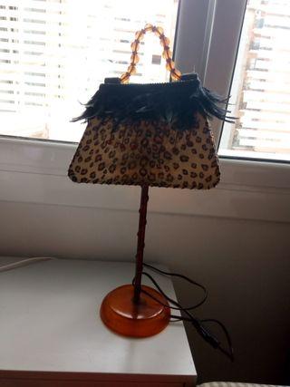 Lámpara pantalla de tela con plumas