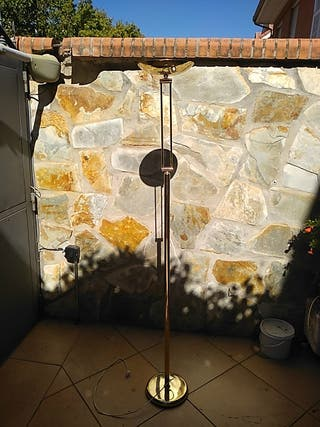 Lámpara de pie dorada plegable