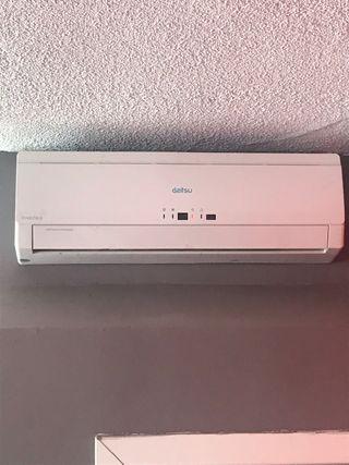 Dos aparatos de aire acondicionado frío ycalor