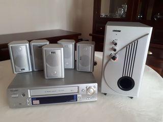 Video VHS Aiwa y altavoces Home Cinema Airis
