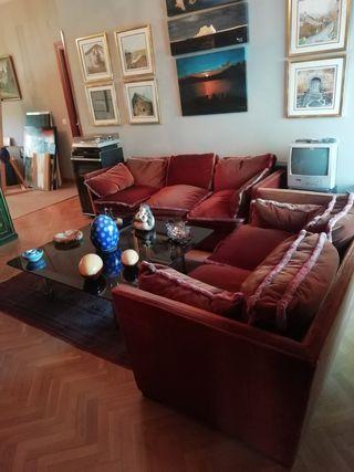 Juego de dos sofás y mesa de cristal