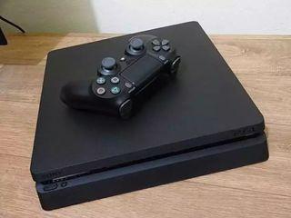 PlayStation 4 con mando y juego perfecto estado