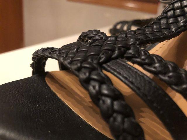 Sandalia con tacón o alza
