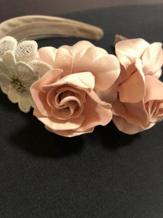 Diadema floral Mayoral para vestir