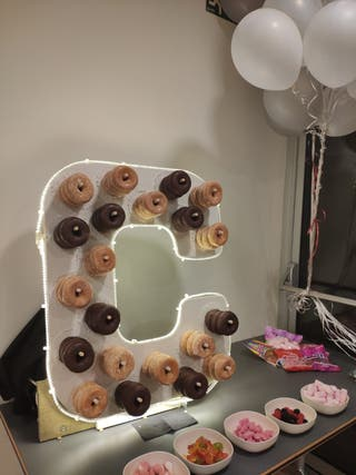 letra C expositor donuts led