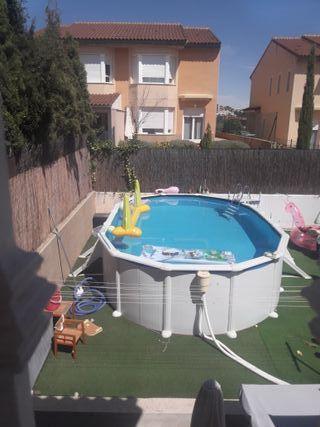 piscina Gre ( cesped art. 350€)