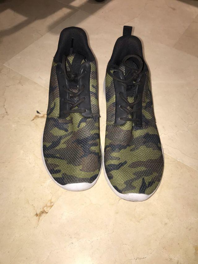 Zapatillas H&M Camuflaje Verde en Perfecto Estado