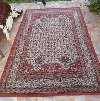 Gran alfombra estilo Oriental.