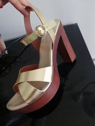 sandalias doradas Gloria Ortiz talla 40