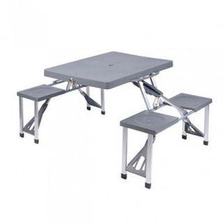 Mesa y bancos de picnic plegable gris. Camping