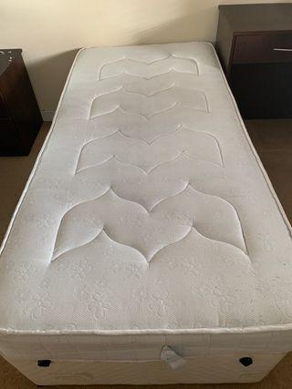 2 single beds + mattress