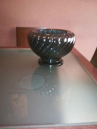 jarrón, negro muy bonito de cerámica tiene más dia