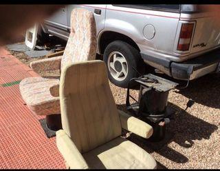 Bases giratorias y sillones con cinturon