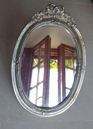 Espejo metálico decorado