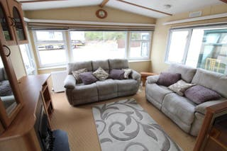 Preciosa casa movil con ventanas con doble cristal