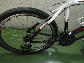 Bicicleta seminueva. Los rosales