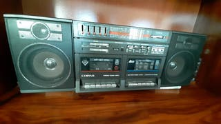 Radio cassette antiguo