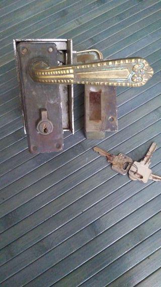 Antigua cerradura y manillas