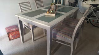 Mesa Comedor con cuatro sillas estilo Vintage