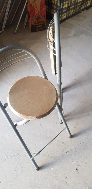 sillas o taburetes