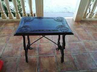 mesa antigua tipo bargueño
