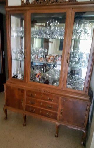 Mueble antiguo ,con espejo expositor